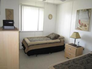 A bed or beds in a room at Ocean View 2 Bedroom