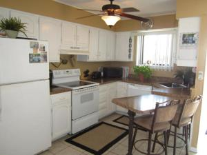 A kitchen or kitchenette at Ocean View 2 Bedroom