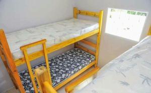 A bunk bed or bunk beds in a room at Chácara Recanto do Lago - Socorro SP