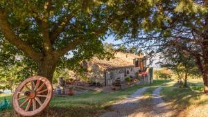 A garden outside Agriturismo Pratone