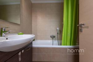 Ein Badezimmer in der Unterkunft 137m² homm New Apartment with Acropolis View 7ppl