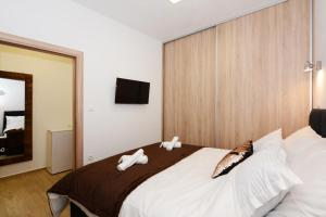 A bed or beds in a room at The XY Suites - Boutique Apartments