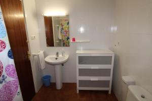 A bathroom at Apartaments El Sorrall