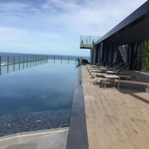 สระว่ายน้ำที่อยู่ใกล้ ๆ หรือใน The Base Condo Pattaya Central