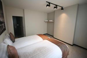 Ein Bett oder Betten in einem Zimmer der Unterkunft Amosa Liège City Centre Apart Regence 17