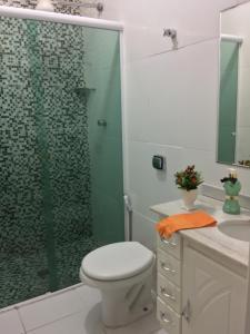 A bathroom at Apartamento Miraluz Enseada