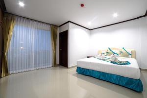 เตียงในห้องที่ Baan Pattamaporn