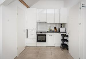 A kitchen or kitchenette at Zurich Furnished Homes