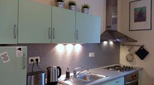 A kitchen or kitchenette at Ilmarine Art Studio