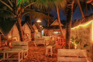 A restaurant or other place to eat at Oynise Beach Cabin