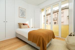 A bed or beds in a room at Sleek, elegant apartment in Penha de França