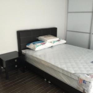 เตียงในห้องที่ Mackenzie Apartment 88