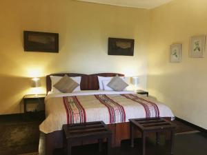 A bed or beds in a room at Glenesk Bungalow