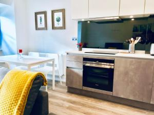 A kitchen or kitchenette at Marylands Apartments