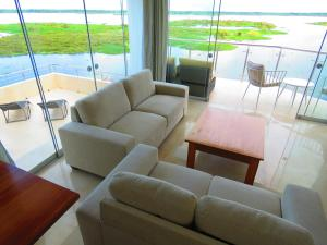 A seating area at Boulevard 251 Riverside Apartments