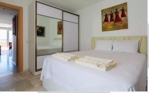 Letto o letti in una camera di Bodrum Vista Suites