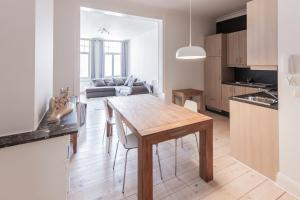 A kitchen or kitchenette at Apartment by the Park