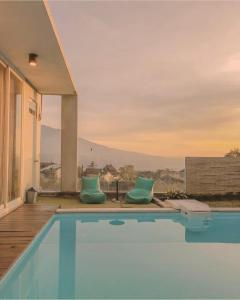 The swimming pool at or close to Cendana Villa