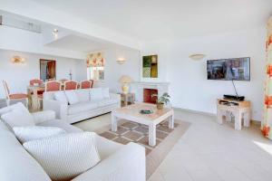 A seating area at Villa Damara