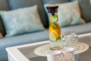 Drinks at Apartamenty Black&White - Apartament Royal