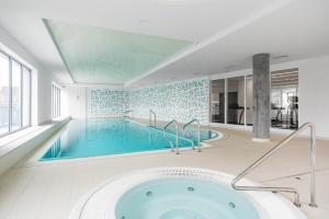 Basen w obiekcie Marinus Apartments SPA - with pool and sauna lub w pobliżu