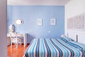 A bed or beds in a room at Florence Rooftop Apartments