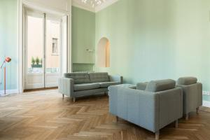 A seating area at CanguroProperties - Arco della Pace