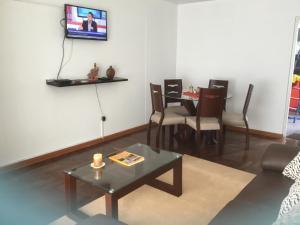 Una televisión o centro de entretenimiento en Casa Micay