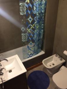 Un baño de Departamento céntrico UMAIN
