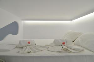 A bed or beds in a room at Moschoula studios