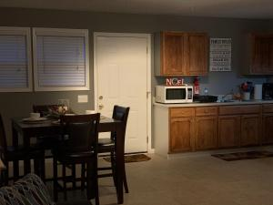 A kitchen or kitchenette at Jackson Apartments Unit B