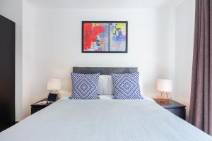 A bed or beds in a room at Shoreditch Square Apartments by thesqua.re