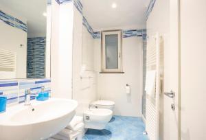 A bathroom at IL SOFFIO DI TIFEO - RESORT