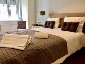 Säng eller sängar i ett rum på Principe Real Cecilio Apartments