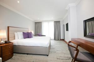 מיטה או מיטות בחדר ב-Sanctum International Serviced Apartments