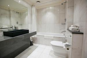 חדר רחצה ב-Sanctum International Serviced Apartments
