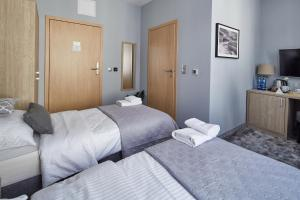 A bed or beds in a room at Monte Carlo Apartments
