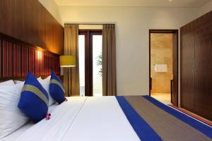 A bed or beds in a room at Serene Villas