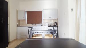 مطبخ أو مطبخ صغير في Protaras Sunny Apartment