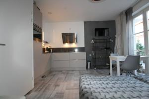 A kitchen or kitchenette at 4 persons City Apartment