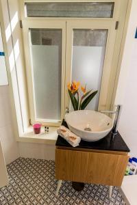 A bathroom at Guest H4U - Casa Dom Luis Gaia