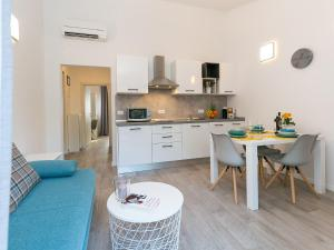 A kitchen or kitchenette at Holiday Dream