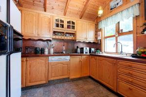A kitchen or kitchenette at Lakefront Country house -Perfect for Iceland south
