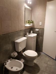 Un baño de Departamento MOLDES 2