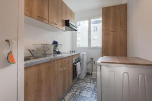 Una cocina o zona de cocina en Standing apartment in Disneyland