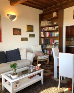 Bibliothèque dans l'appartement