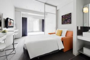A bed or beds in a room at Citadines Shinjuku Tokyo