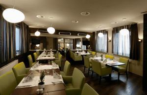 Ein Restaurant oder anderes Speiselokal in der Unterkunft Ferien Appartements am Berghotel Oberhof (ex Parkhotel)