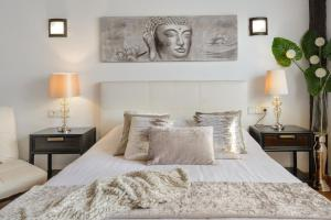 A bed or beds in a room at Villa Cielo