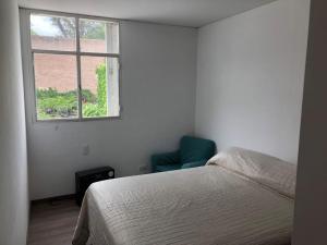 Una cama o camas en una habitación de Muy amplio casa departamento cerca de Aristides con parrilla y jardín